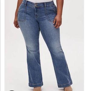 TORRID Mid Rise Flare Jean Vintage Stretch NWT 28R